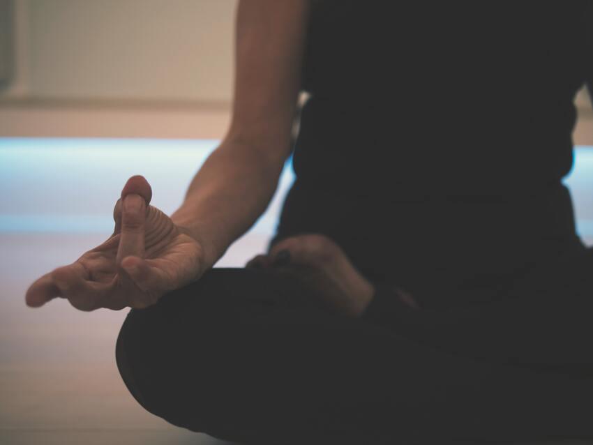 SM Digital Talent 10 técnicas para potenciar tu creatividad frente a proyectos de innovación: Desconectarse en una siesta o meditar, permite renovar la actividad cerebral.